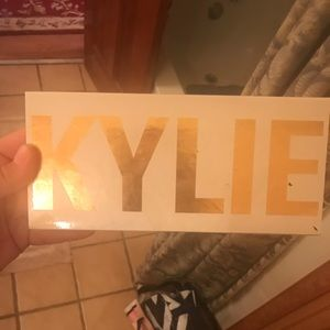KYLIE by Kylie cosmetics authentic palette